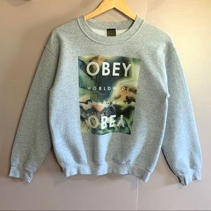 "OBEY WOMEN'S ""WORLD WIDE"" GRAPHIC SWEATSHIRT CREW"